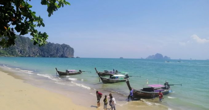 ค้นหาเส้นทางรถตู้ รถบัสทั่วประเทศไทย