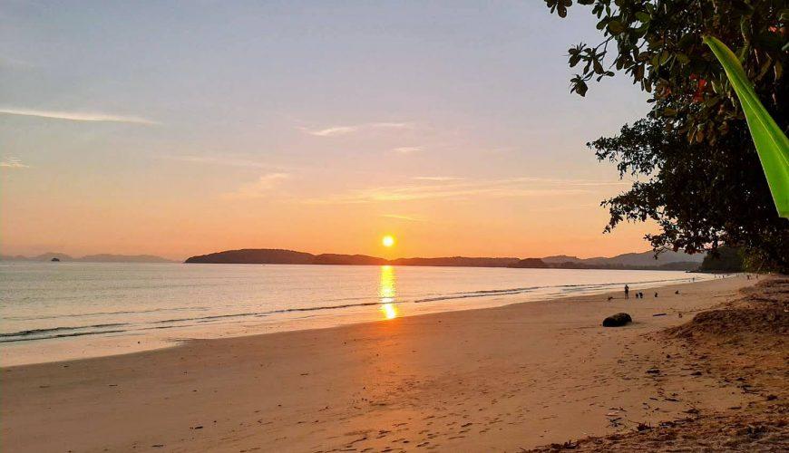 ชมพระอาทิตย์ตก หาด last fisherman อ่าวนาง
